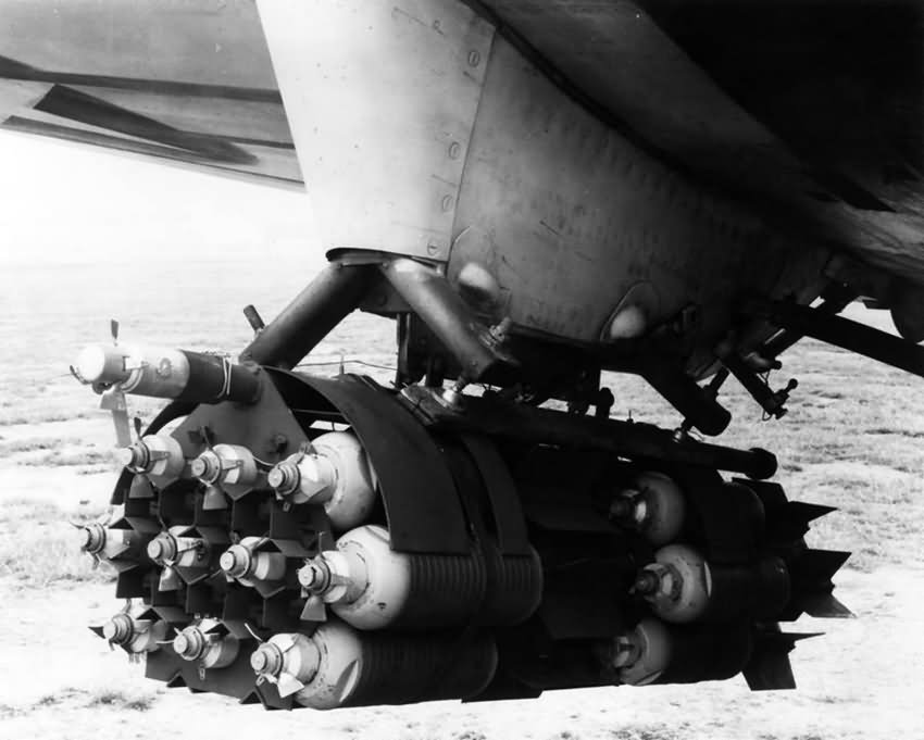 bomb_cluster_fitted_to_the_wing_of_a_P-4