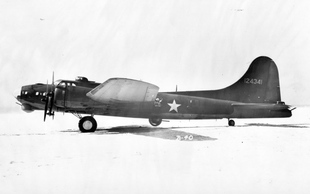 Left side view of a XB-40