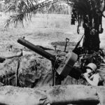 Marine at Browning .50-cal (12,7 mm), water-cooled antiaircraft machine gun – Guadalcanal 1942
