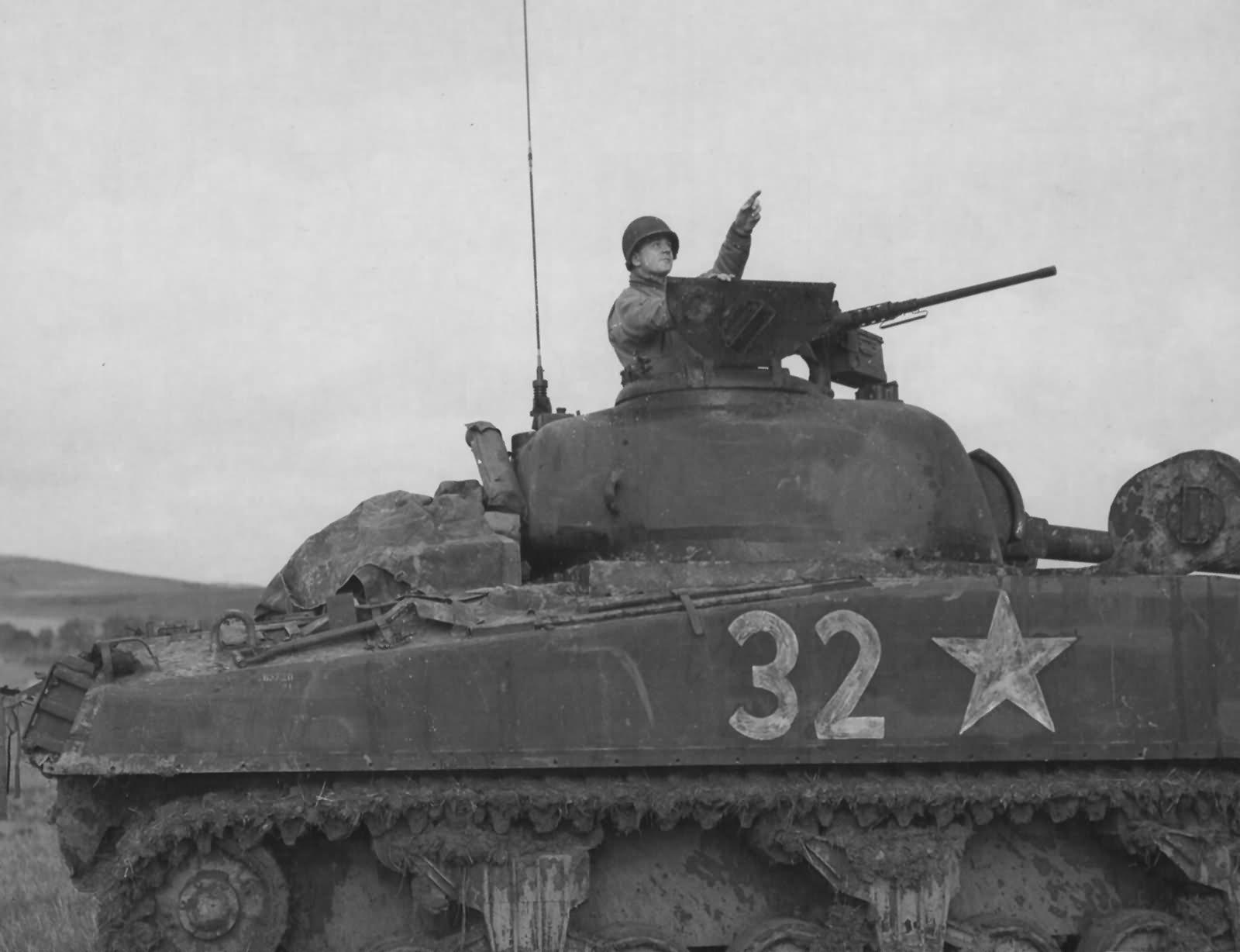 """Sherman M4 - avec tourelle de 76 mm - Tamiya 1/35 """"utopie"""" - Page 3 M4_Sherman_number_32_in_France_October_1944"""