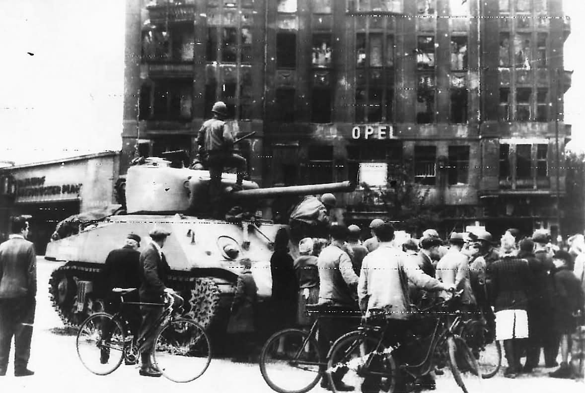 crowd by us 2nd armored division m4 tank at opel hotel in berlin july 1945 world war photos. Black Bedroom Furniture Sets. Home Design Ideas