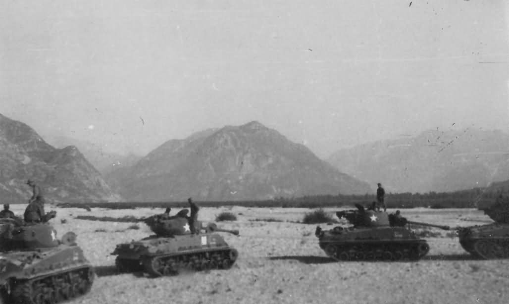 M4 Shermans HVSS of 752nd Tank Battalion Mountains Italy | World ...
