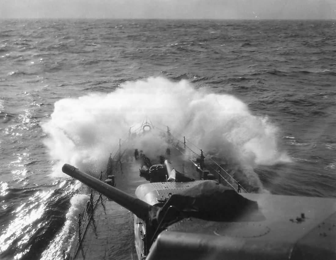 Destroyer USS O'Bannon DD-450 bow 1943