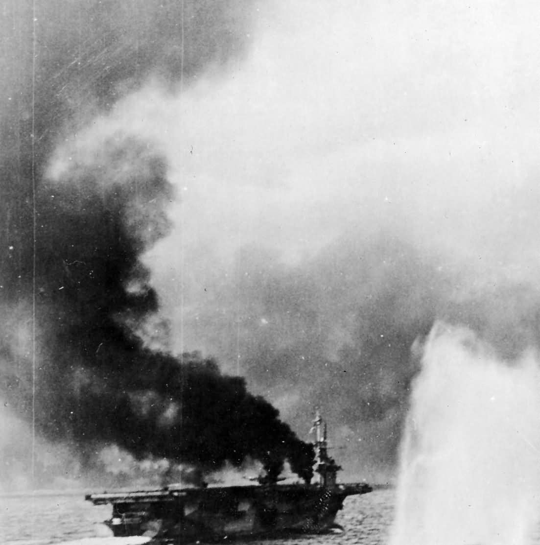 Japanese salvo hits near US Carrier Battle of Leyte Gulf 1944