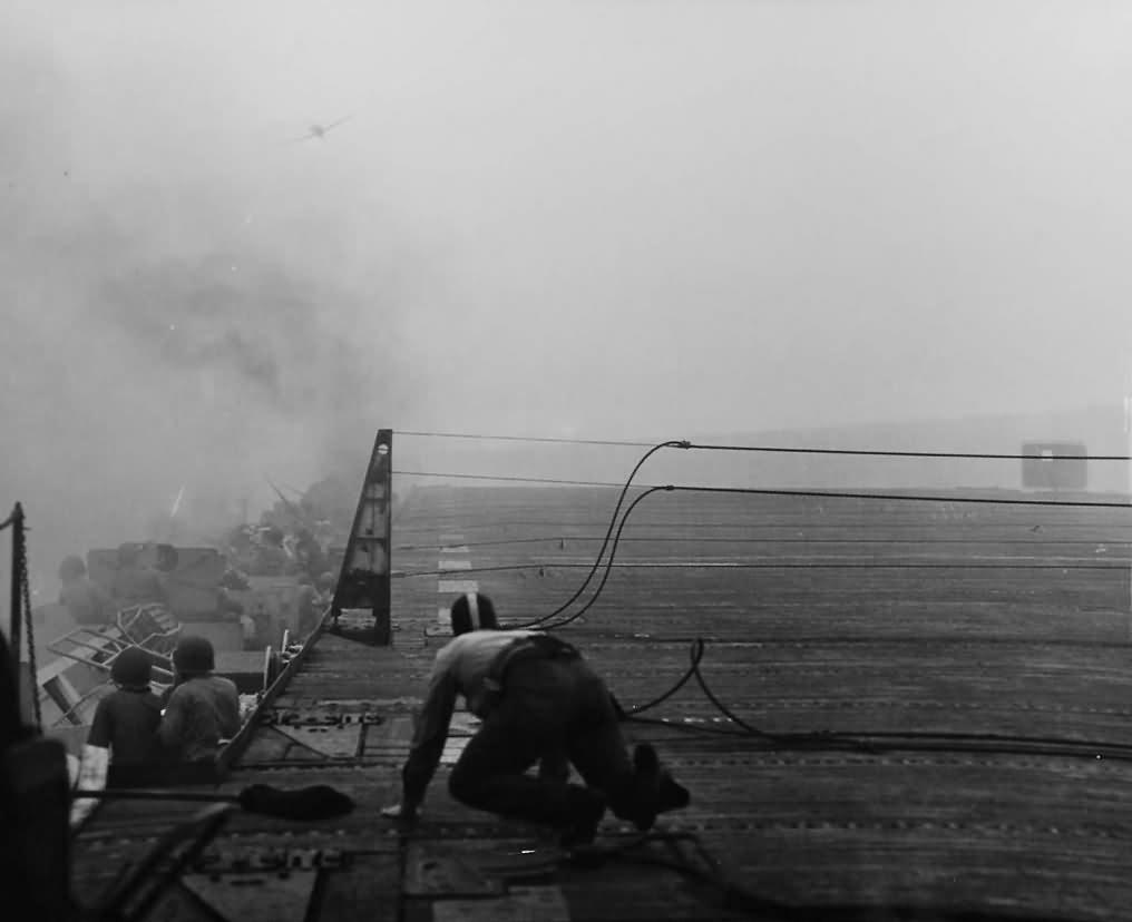 Suicide attack on USS White Plains CVE-66 25 October 1944