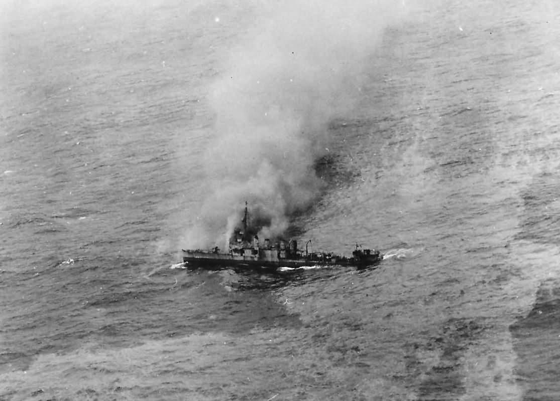 USS Borie DD-215 sinking after Battle with German U-boat U-405 2 November 1943