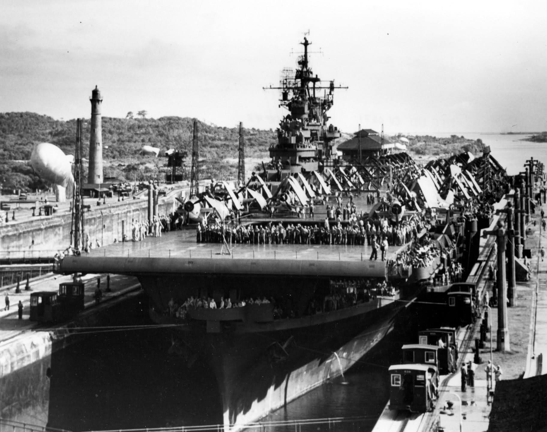 uss bunker hill panama canal  17 september 1943