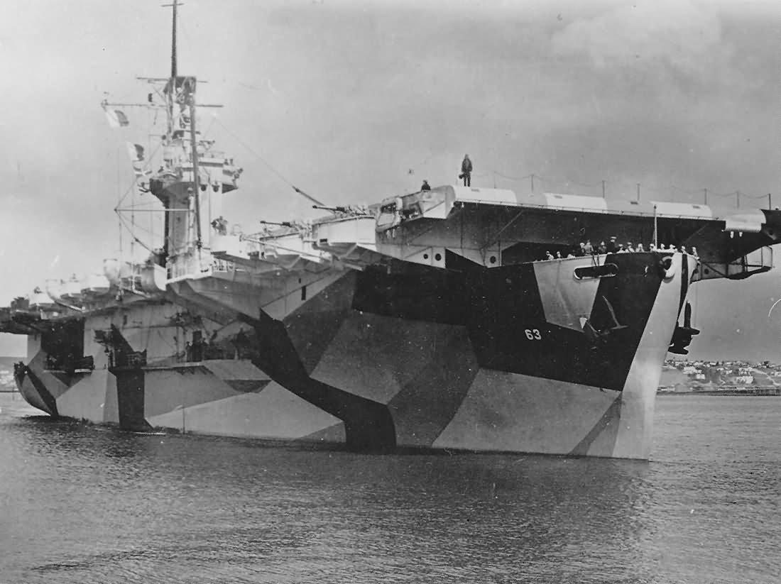carrier USS St Lo CVE-63 in camo