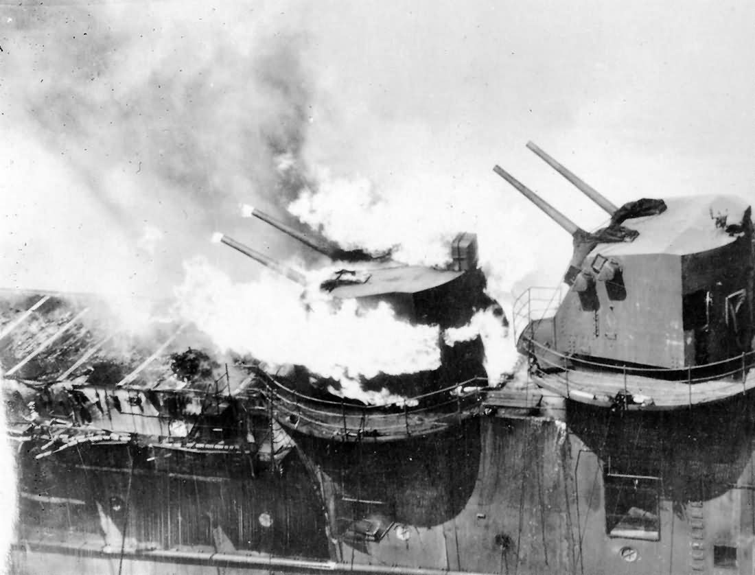 fire on aircraft carrier uss franklin cv