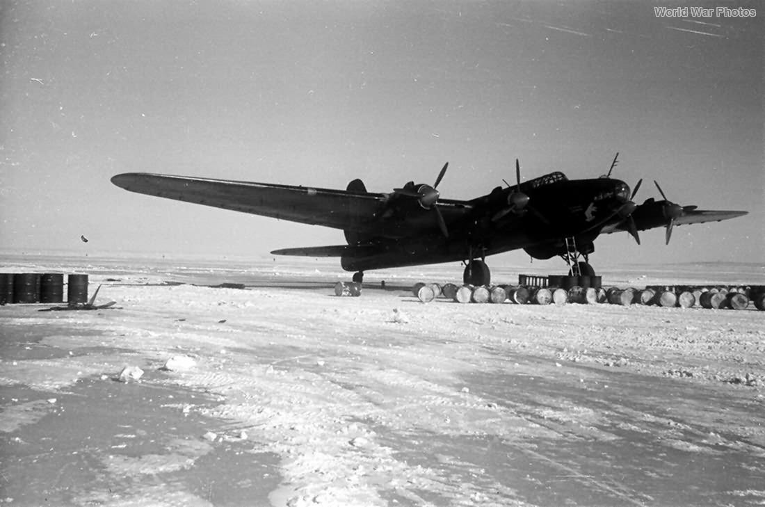 Bomber Pe-8 M-82