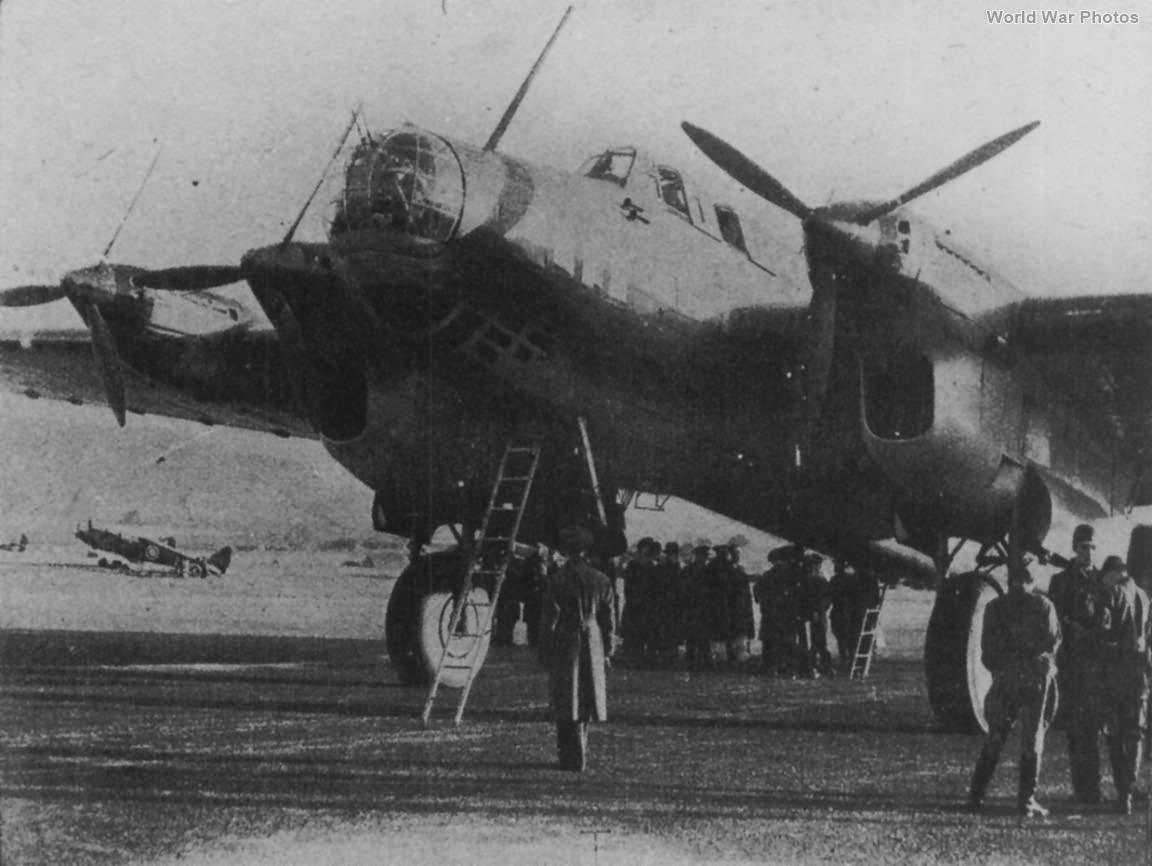Molotov's Petlyakov Pe-8 42066 at RAF Pealing 20 May 1942