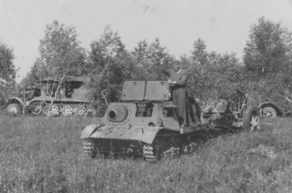 Lightweight T-20 Komsomoletc artillery prime mover