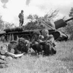 The crew of a russian Su 122 assault gun during the Battle of Kursk, July 1943