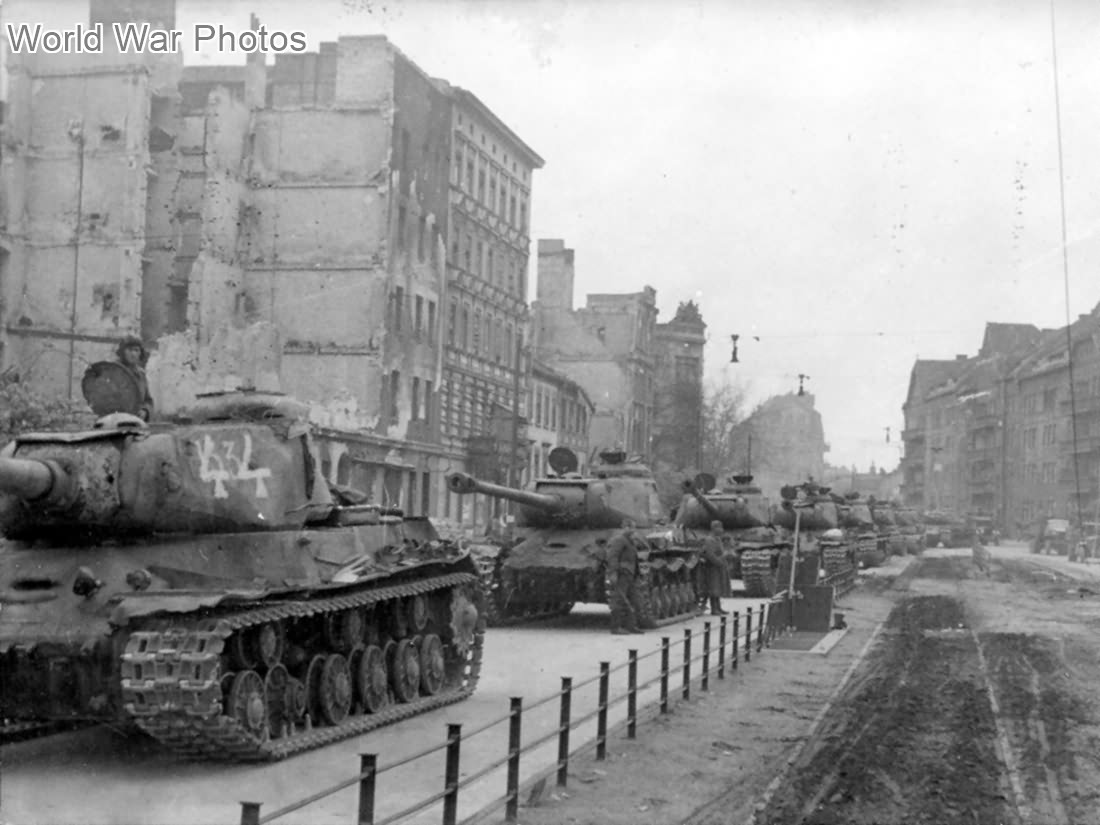 is 2 tanks in berlin 1945 world war photos. Black Bedroom Furniture Sets. Home Design Ideas