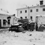German troops inspect a KV1 tank winter