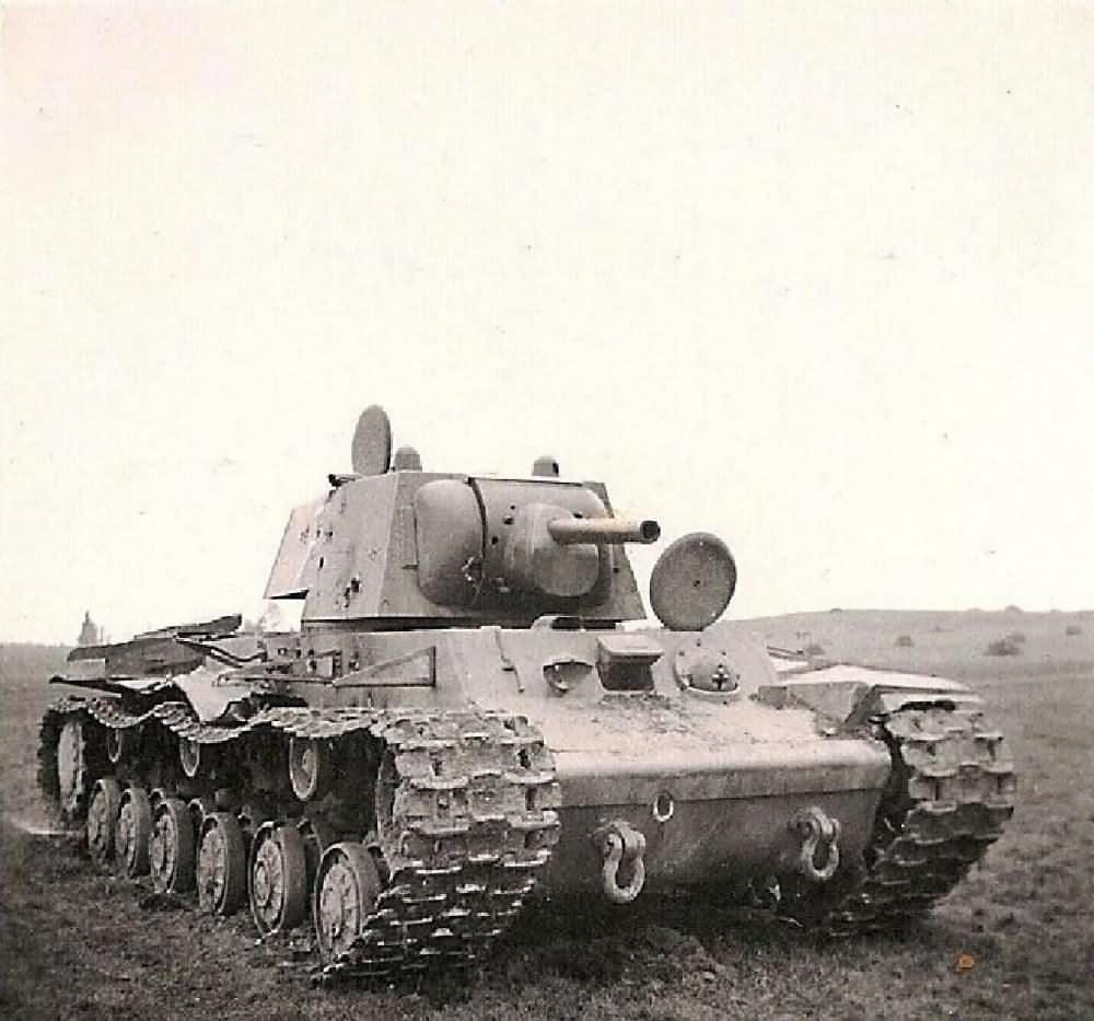 kv 1 heavy tank multiple hits to the turret and hull world war photos. Black Bedroom Furniture Sets. Home Design Ideas