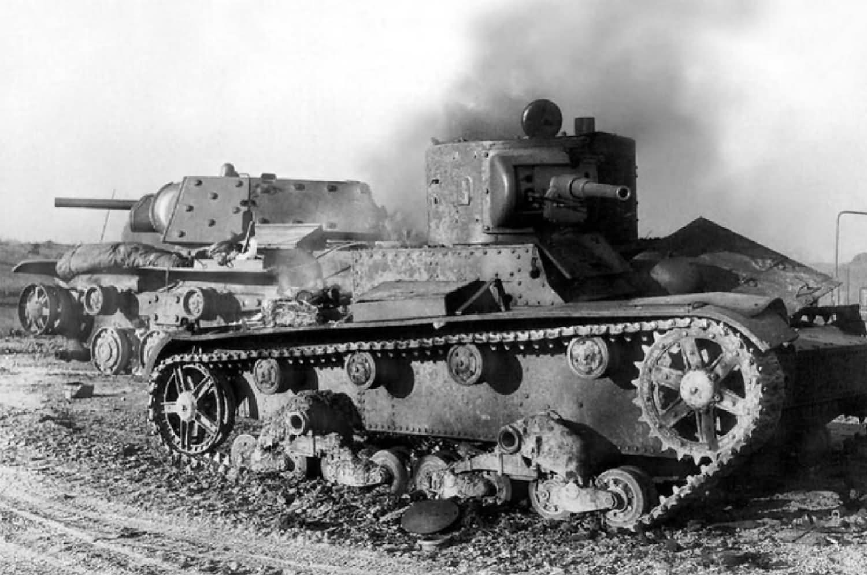 destroyed heavy tank kv 1e model 1941 s ekranami and t 26 world war photos. Black Bedroom Furniture Sets. Home Design Ideas