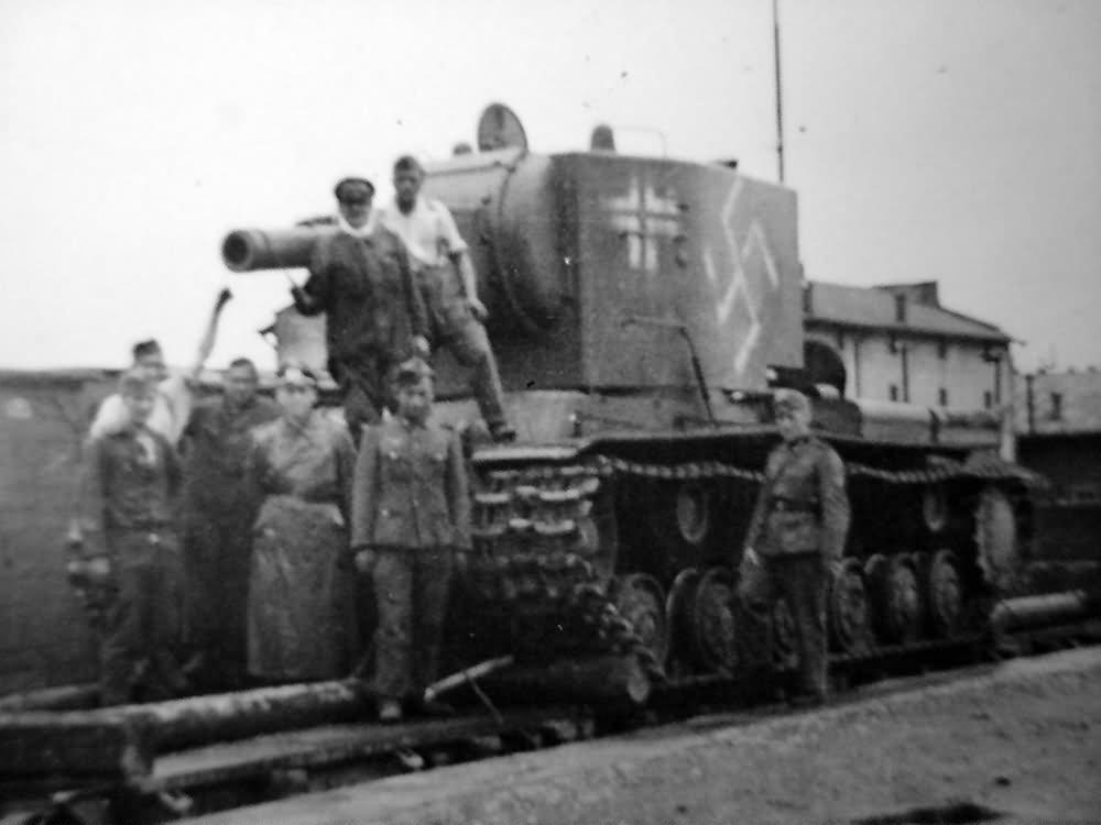 German Pz.Kpfw KV-2 754(r) tank (beute panzer)