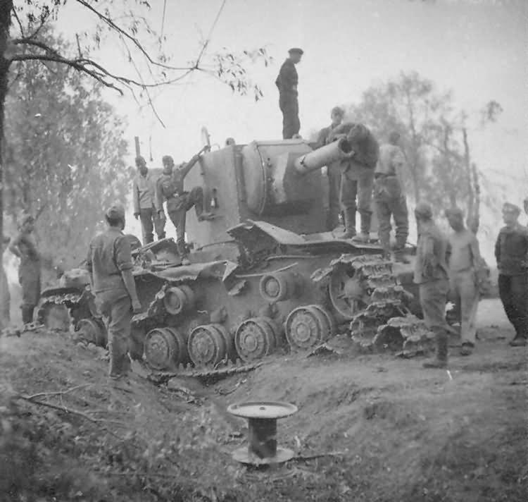 Heavy assault tank KV-2