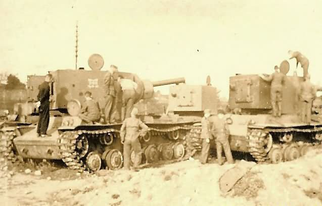 KV-2 152mm Gun Armed Tanks