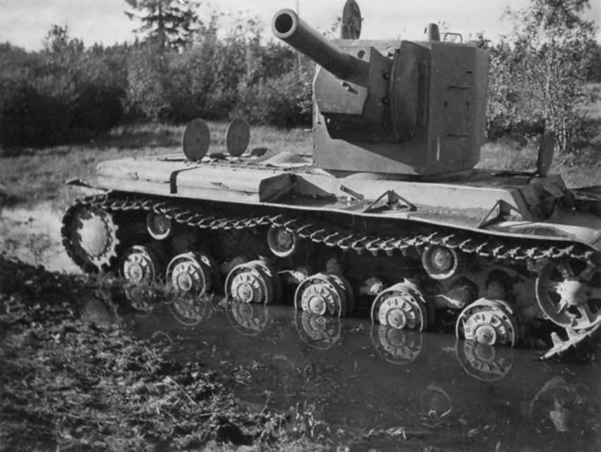 KV-2 heavy assault tank with the M-10 152 mm howitzer 2