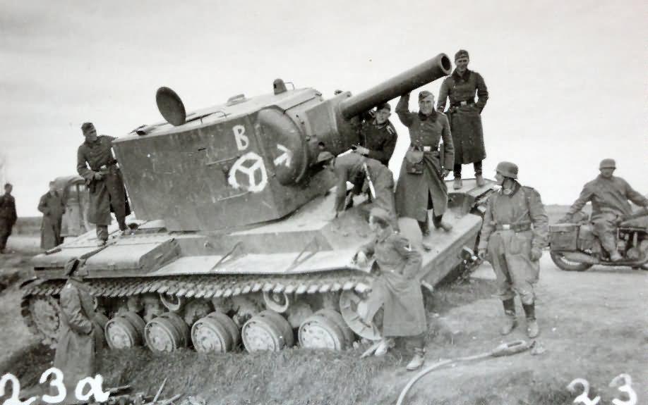 KV-2 tank model 1940, tank abandoned due to mechanical malfunction