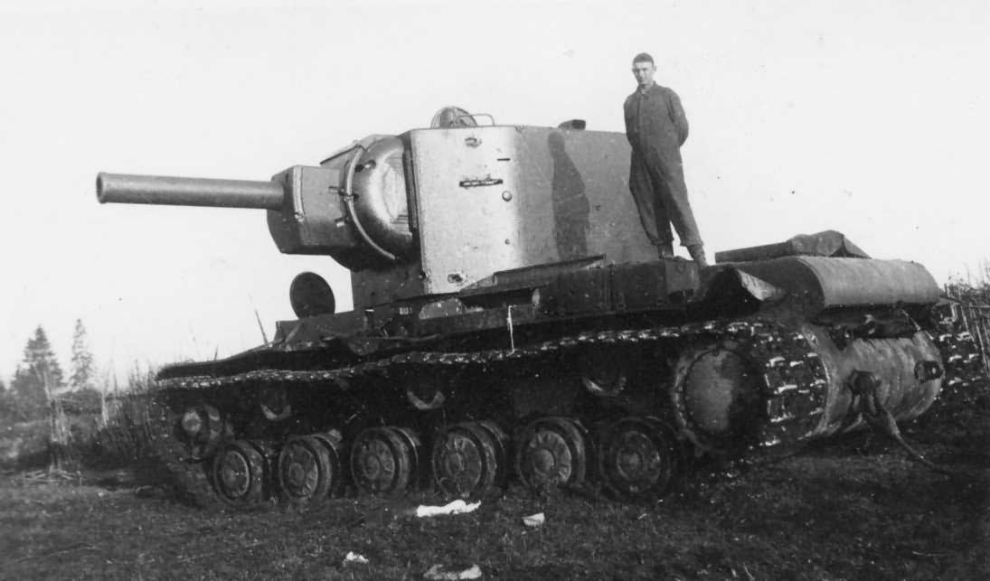 Heavy tank KV-2 model 1941, Eastern Front 4