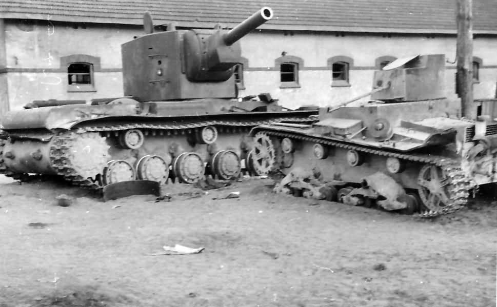 KV2 and T-26 tanks 1941 Operation Barbarossa