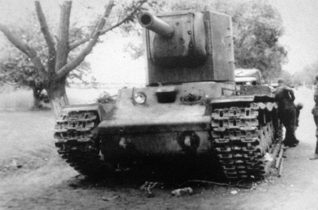 Kliment Voroshilov 2 tank