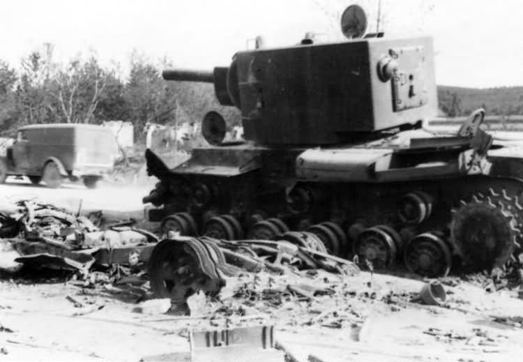 Destroyed tank KV2 8