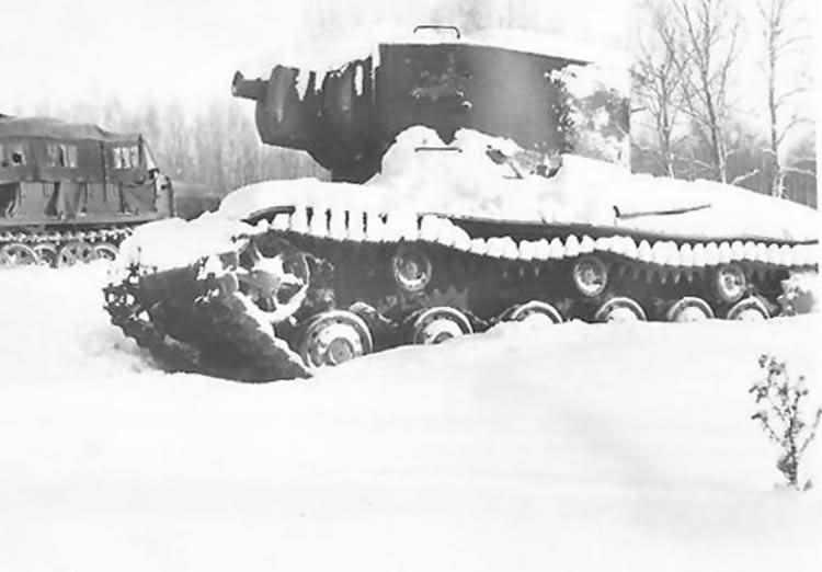 Tank KV2 in winter