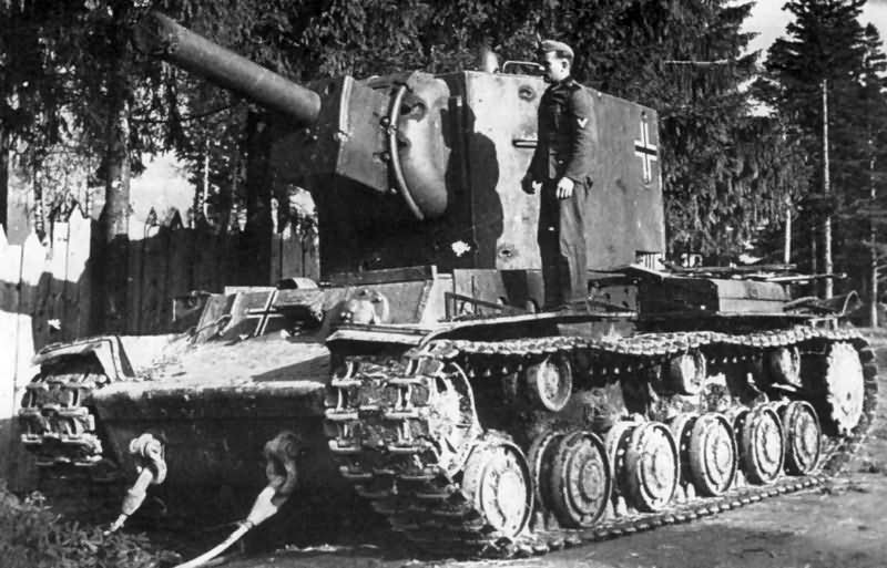German KV-2 tank – balkenkreuz on the rurret side and hull