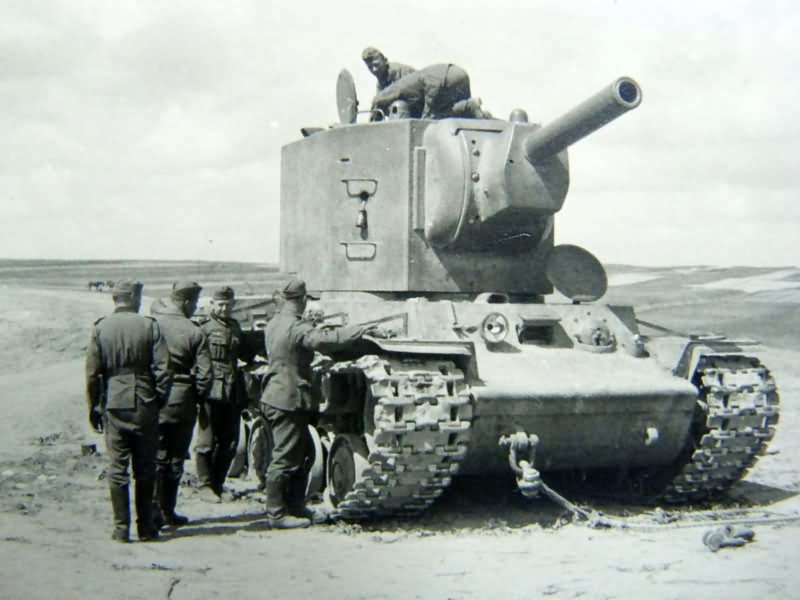 """Heavy tank KV-2 with """"low"""" turret"""