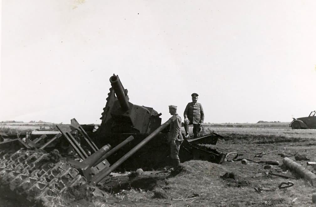 KV-2 tank destroyed during Operation Barbarossa