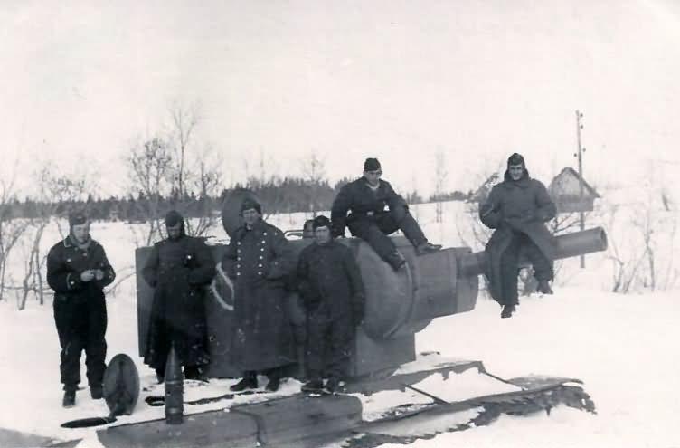 Soviet KV-2 tank winter