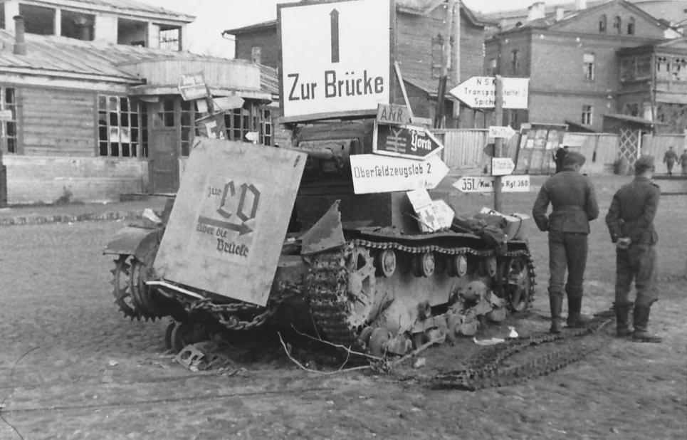 T-26 tank as road sign wegweiser