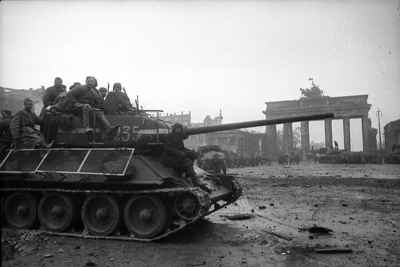 T-34-85_235_berlin.jpg