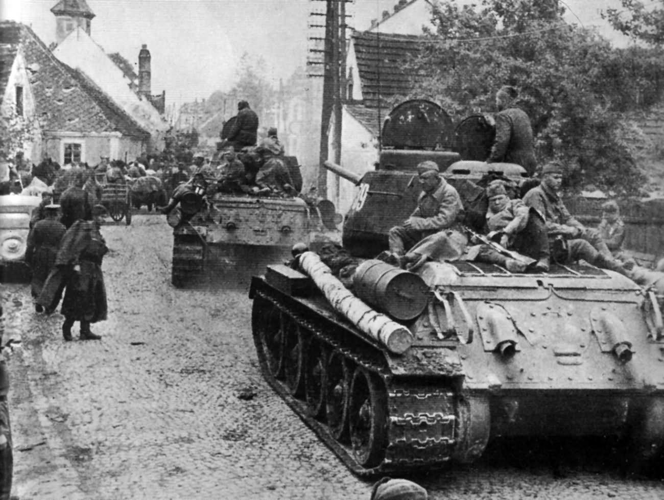 t-34-85_st_polten_1945.jpg