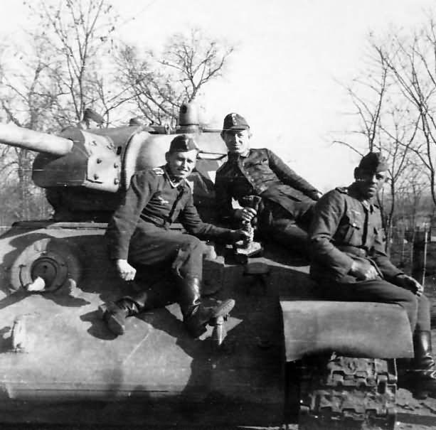 Panzerkampfwagen T-34 747 (r) 3