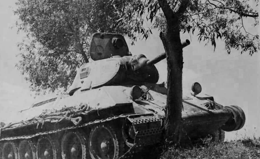 Soviet T-34 tank model 1940 armed with the 76 mm gun L-11 3