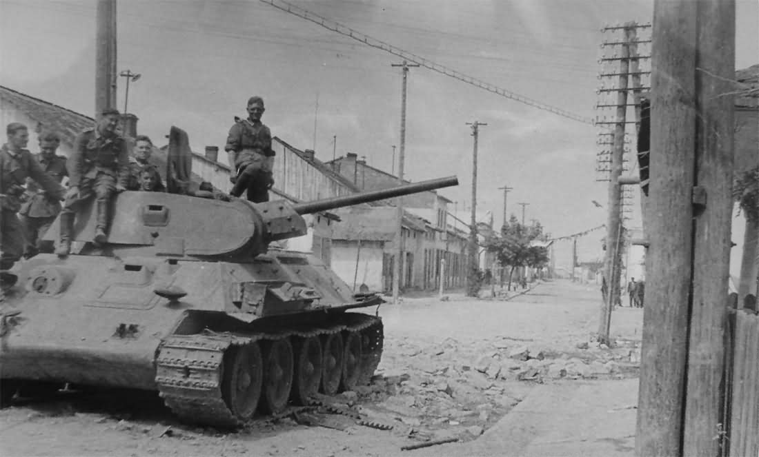 T-34/76 abandoned by the Red Army – Operation Barbarossa July 1941