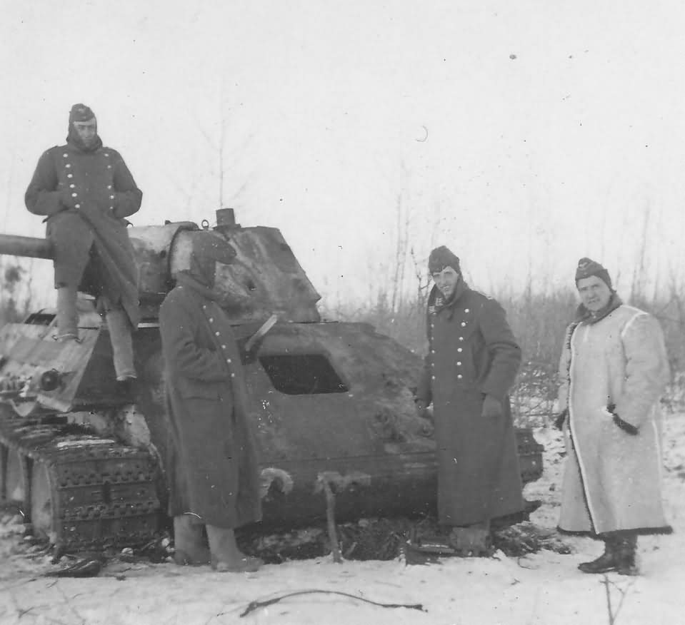T-34/76 and wehrmacht soldiers winter