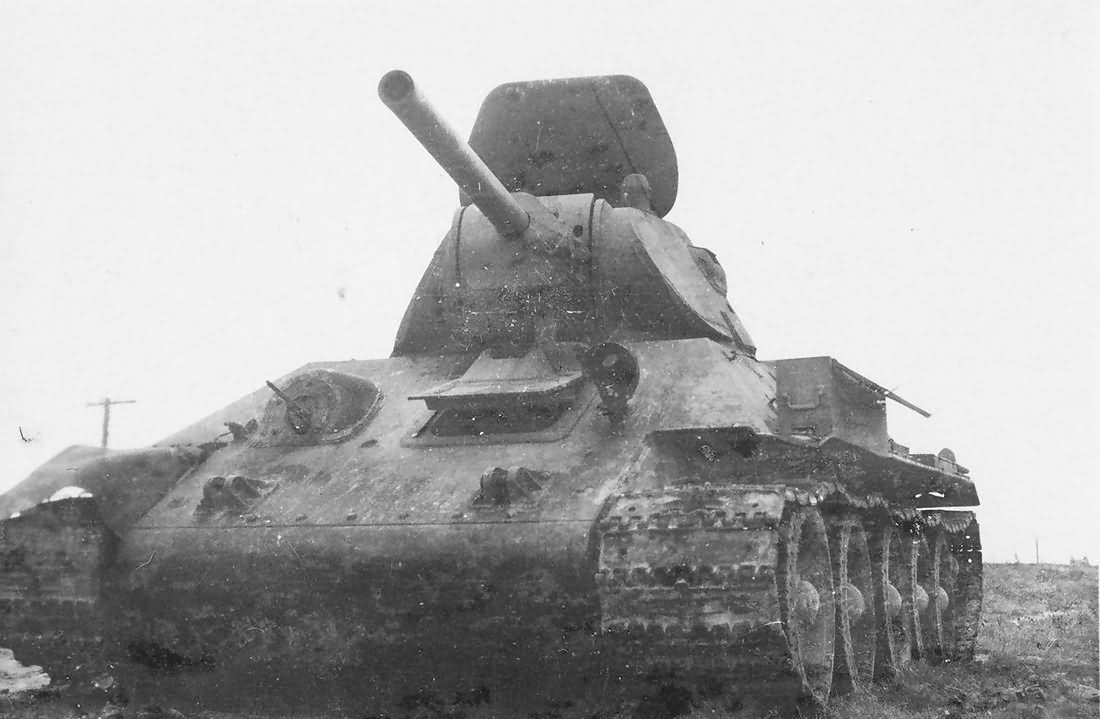 T-34/76 model 1940 front view
