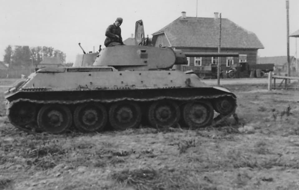 T-34 medium tank 11