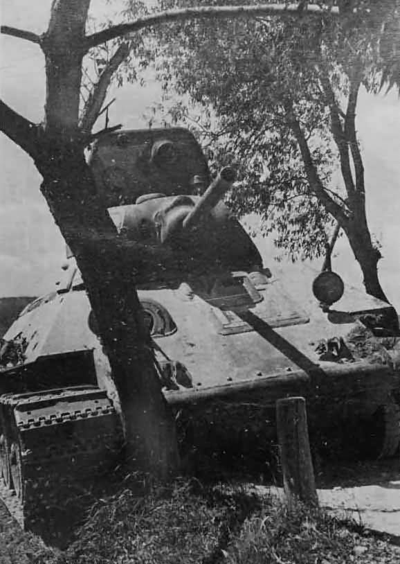 T-34 tank model 1940 armed with the 76 mm gun L-11 2