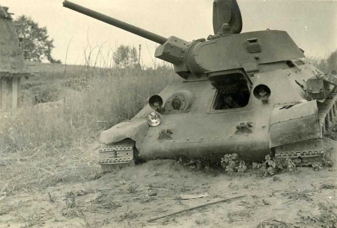 T-34 tank with welded turret, manufactured at STZ, front view