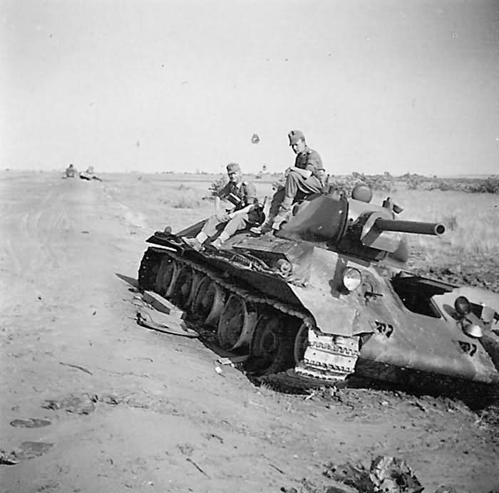 abandoned soviet tank T-34/76 mod 1941 3