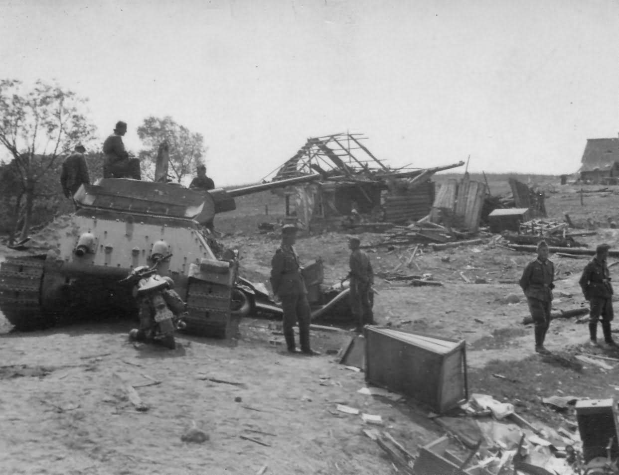 abandoned soviet tank T-34/76 mod 1941 after capture by German forces, Summer 1941