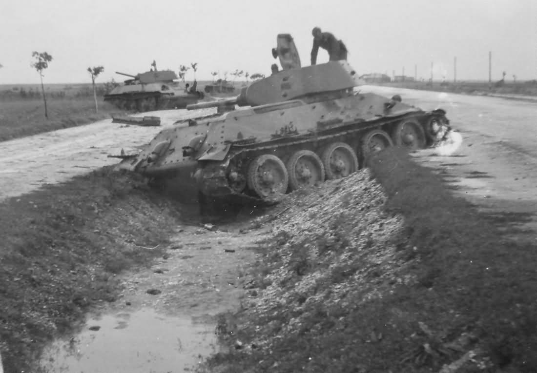 abandoned soviet tanks T-34/76 mod 1941