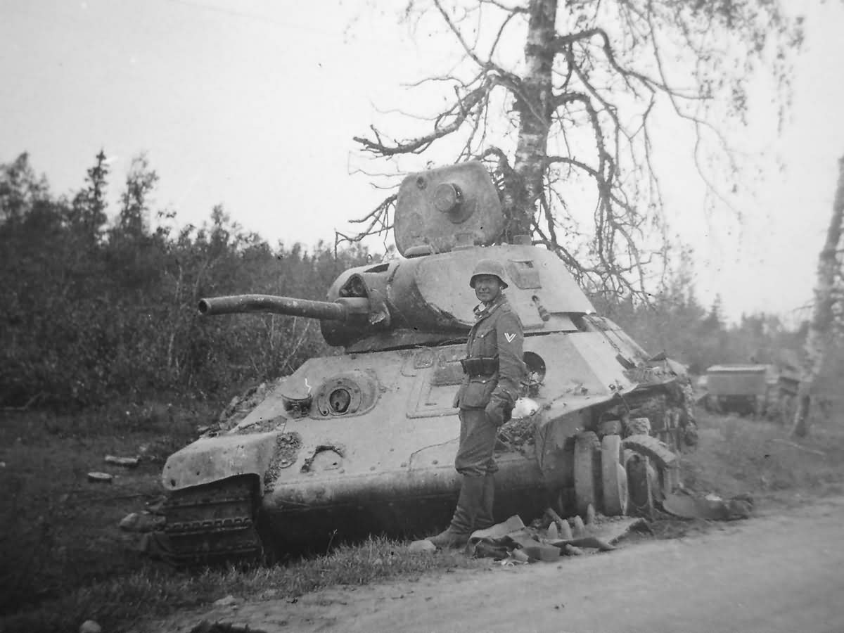 destroyed soviet T-34/76 mod 1940 tank